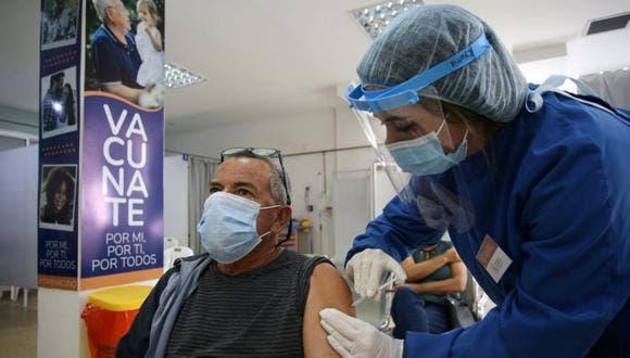 OMS pide incentivos para que farmacéuticas compartan la tecnología de vacunas
