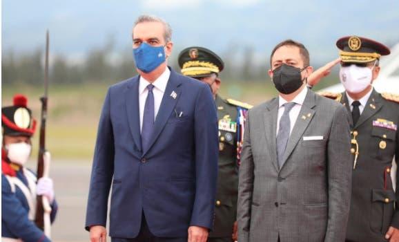 Luis Abinader llega a Ecuador a toma de posesión de Guillermo Lasso