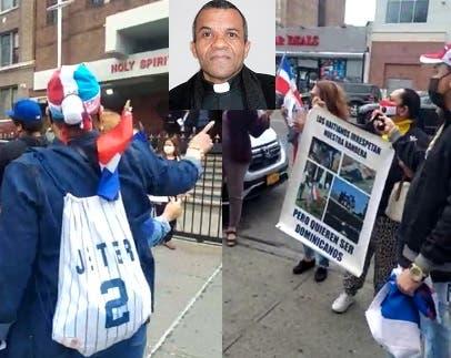 Protestan contra el padre Ricardo Fajardo frente a su iglesia en El Bronx