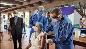 Centros de Vacunación PUCMM recibirán a mayores de 18 años