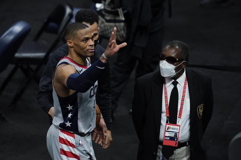 Russell Westbrook iguala el récord de triple-dobles en la NBA