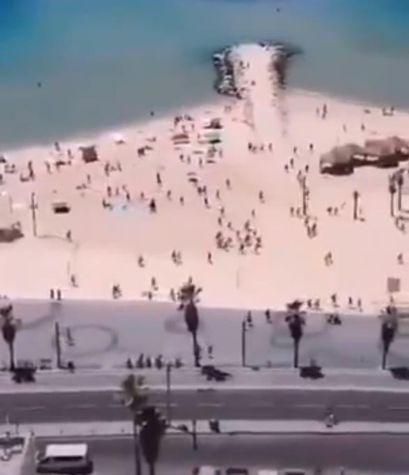 Momento en que cientos de personas evacúan las playas de Tel Aviv por ataques del grupo Hamás
