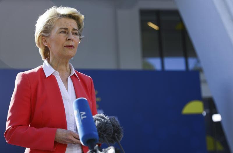 Unión Europea cierra compra de hasta 1.800 millones de vacunas a Pfizer