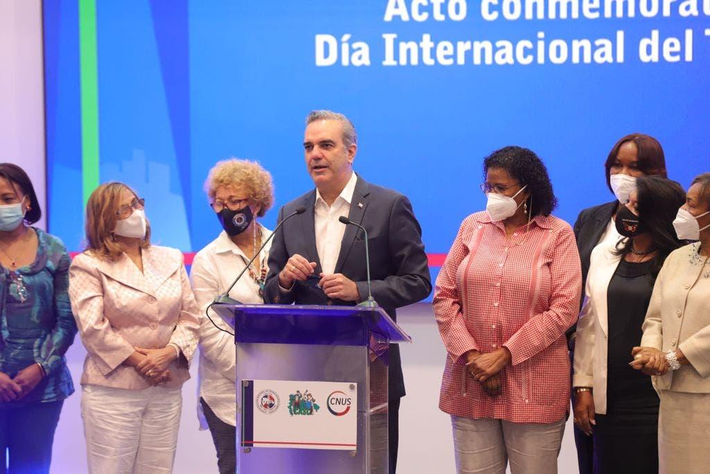 Abinader dice se estudia aumentar las pensiones a pasados trabajadores del IDSS