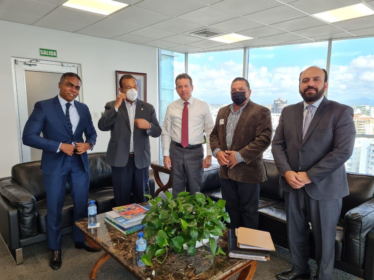 Ministro de Industria y Comercio se reúne con representantes de CONATRA