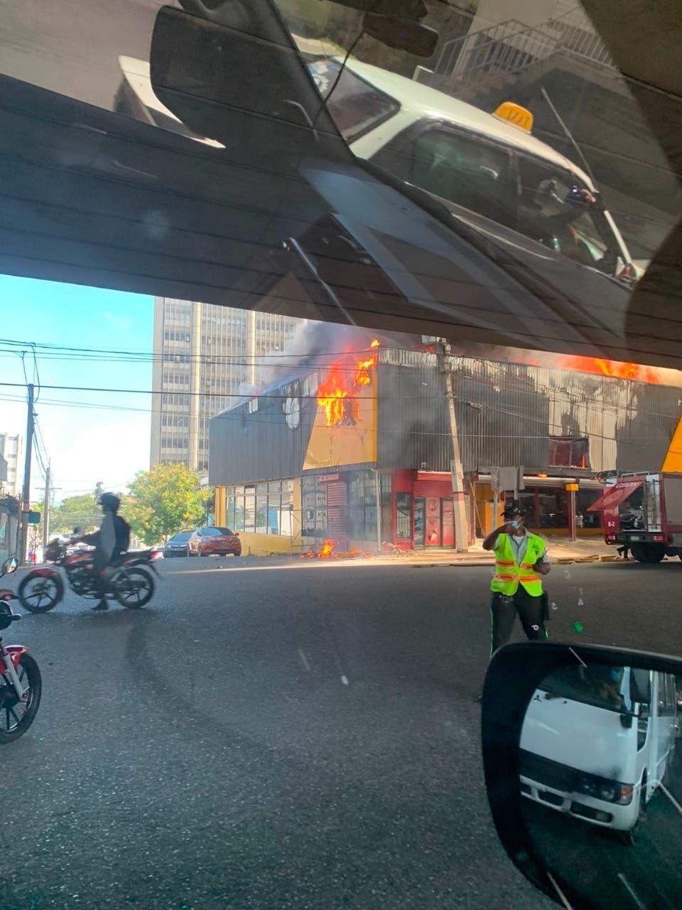 Incendio en tienda Aro y Pedal