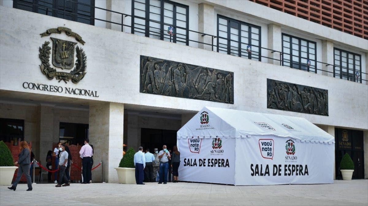 Inician operativo de vacunación contra el covid-19 en la explanada del Congreso Nacional