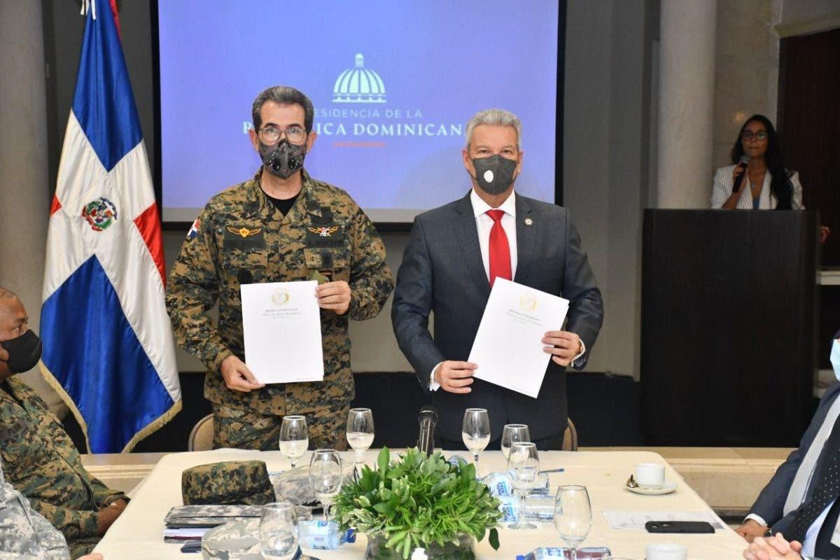 Ministros firman acuerdo para incluir militares al Plan Nacional de Viviendas Familia Feliz