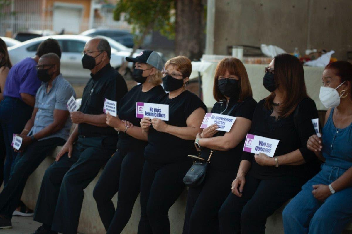 Realizan en Placita Barceló vigilia por mujeres asesinadas en Puerto Rico