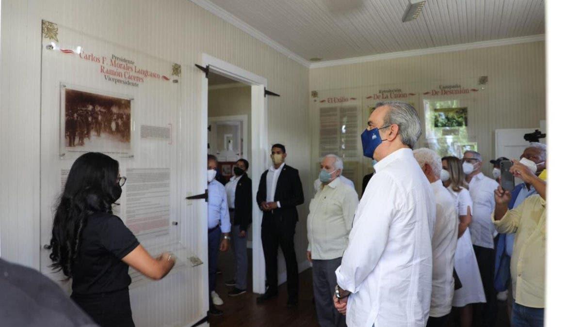 Abinader supervisa proceso vacunación en Moca y visita museo de Ramón Cáceres