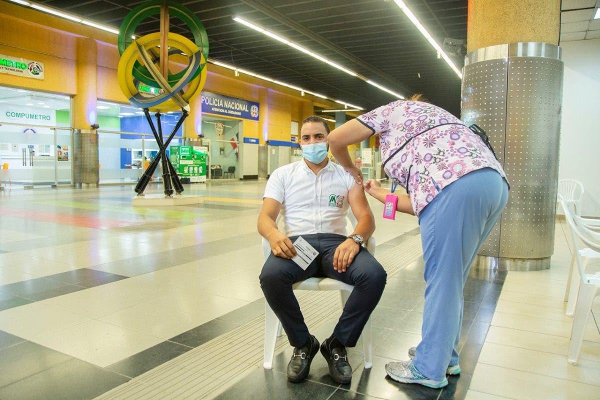 Vacunarán contra el covid-19 en estación del Metro