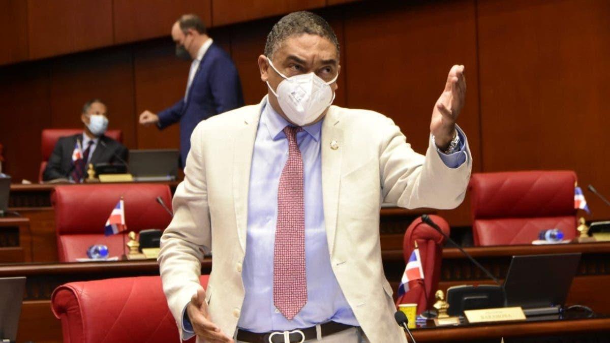 Vocero de senadores del PLD dice gobierno de Abinader y el PRM destruye todo lo que toca