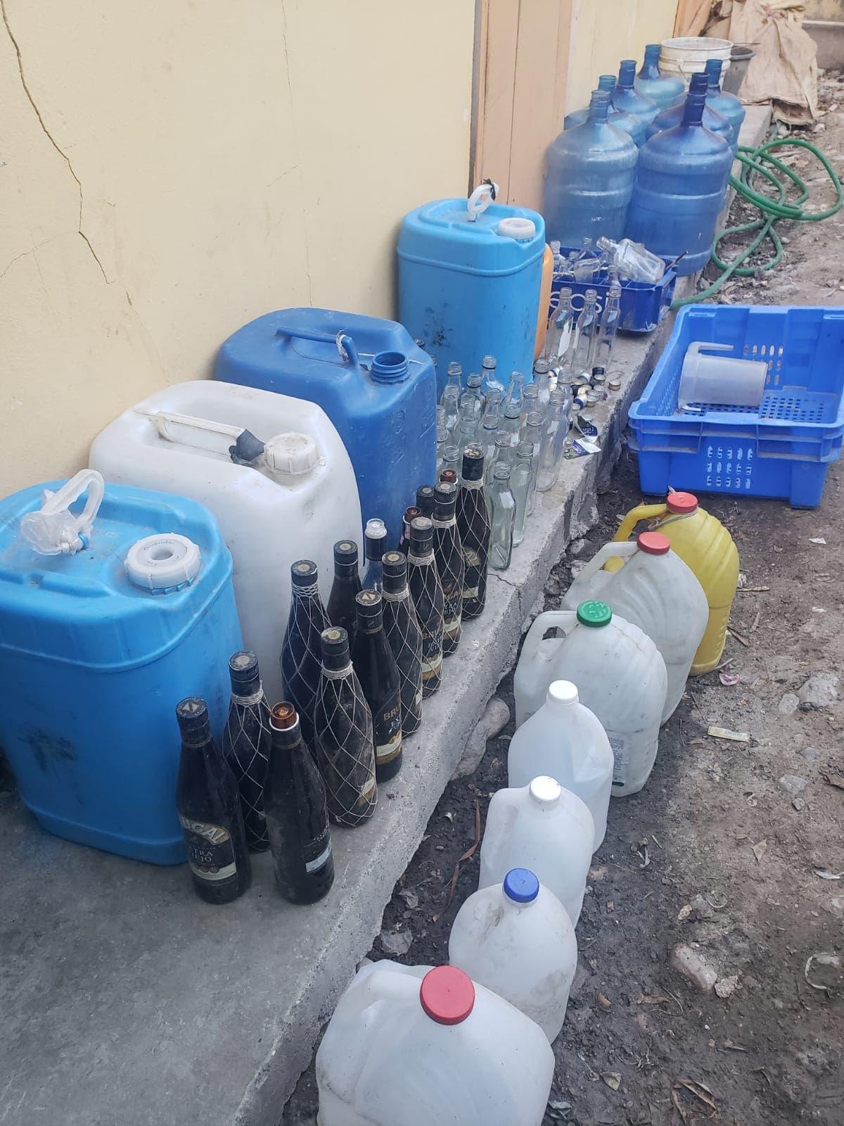 La Policía incauta casi 500 litros bebidas adulteradas en Azua
