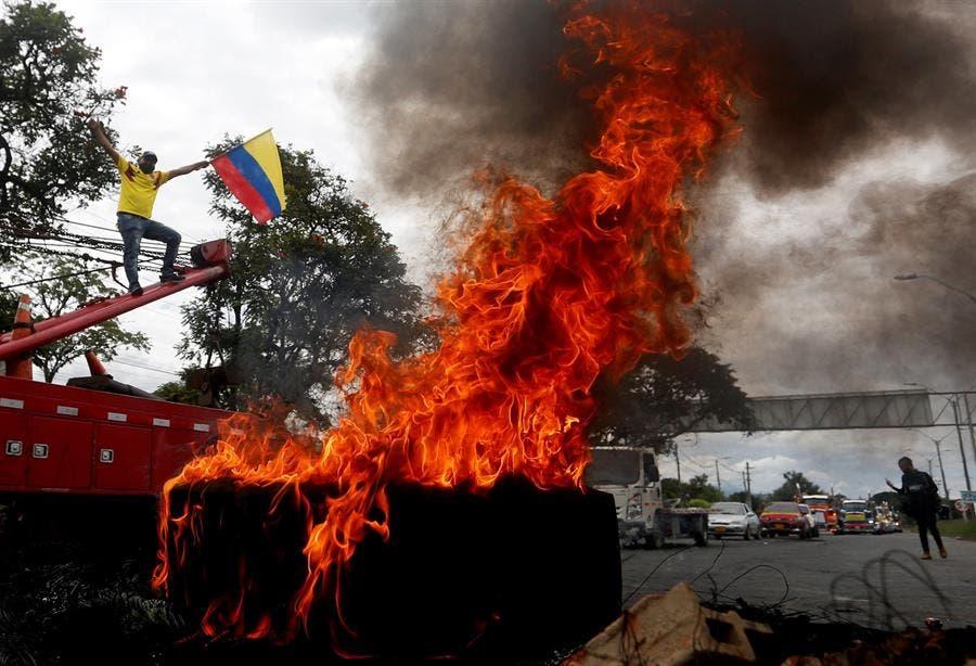 Con 1 muerto y 40 heridos, violentas protestas sacuden a Popayán, Colombia