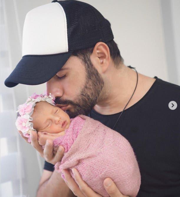 Manny Cruz muestra por primera vez rostro de su bebé Montserrat