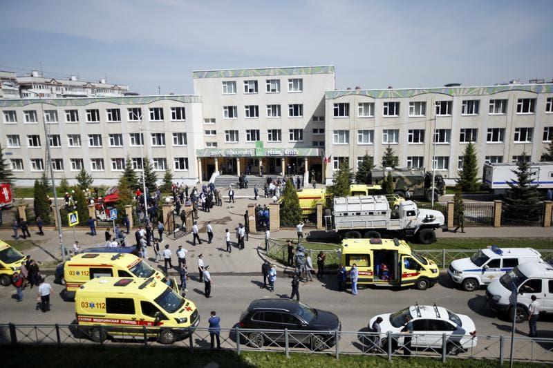 Matan siete niños en escuela de Kazán, Rusia