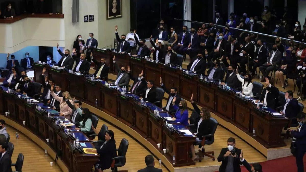 Patronales de Centroamérica, preocupadas por destituciones en El Salvador