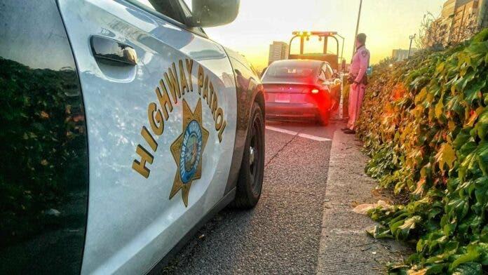 Una persona arrestada en California por viajar en un Tesla sin conductor