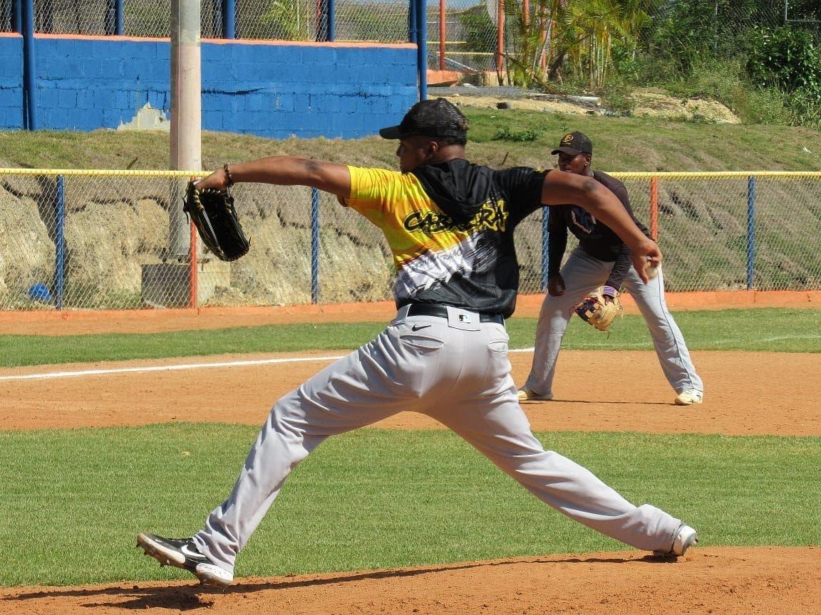Yordy Cabrera tira juego perfecto en béisbol doble A