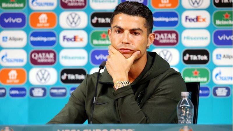 La pérdida millonaria de compañía de refrescos tras acto de Cristiano Ronaldo