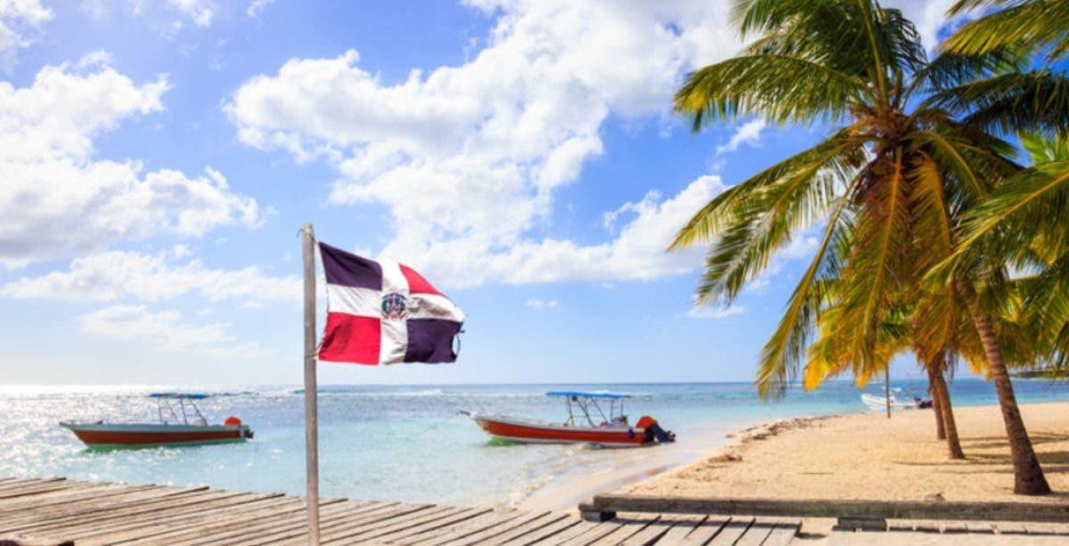 Periódico El País: «República Dominicana: una historia de éxito turístico»