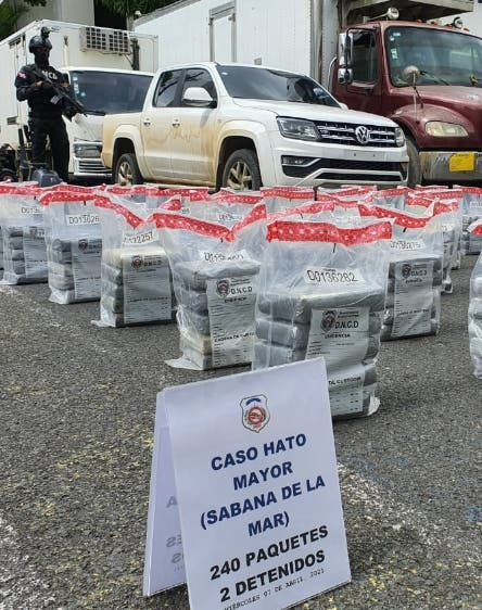 Capturan lancha con 263 paquetes de cocaína en costas de Barahona