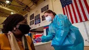 EEUU: Variante de COVID se extiende y menos gente se vacuna