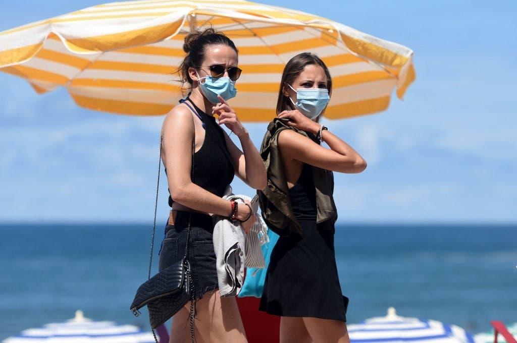 Francia pone fin al uso de mascarilla al aire libre; levantará toque de queda