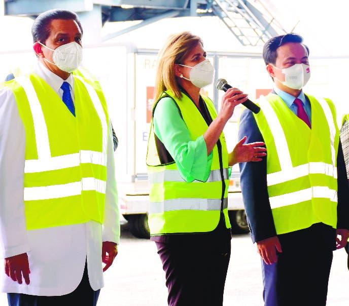 Gobierno recibe tres millones vacunas Sinovac de China