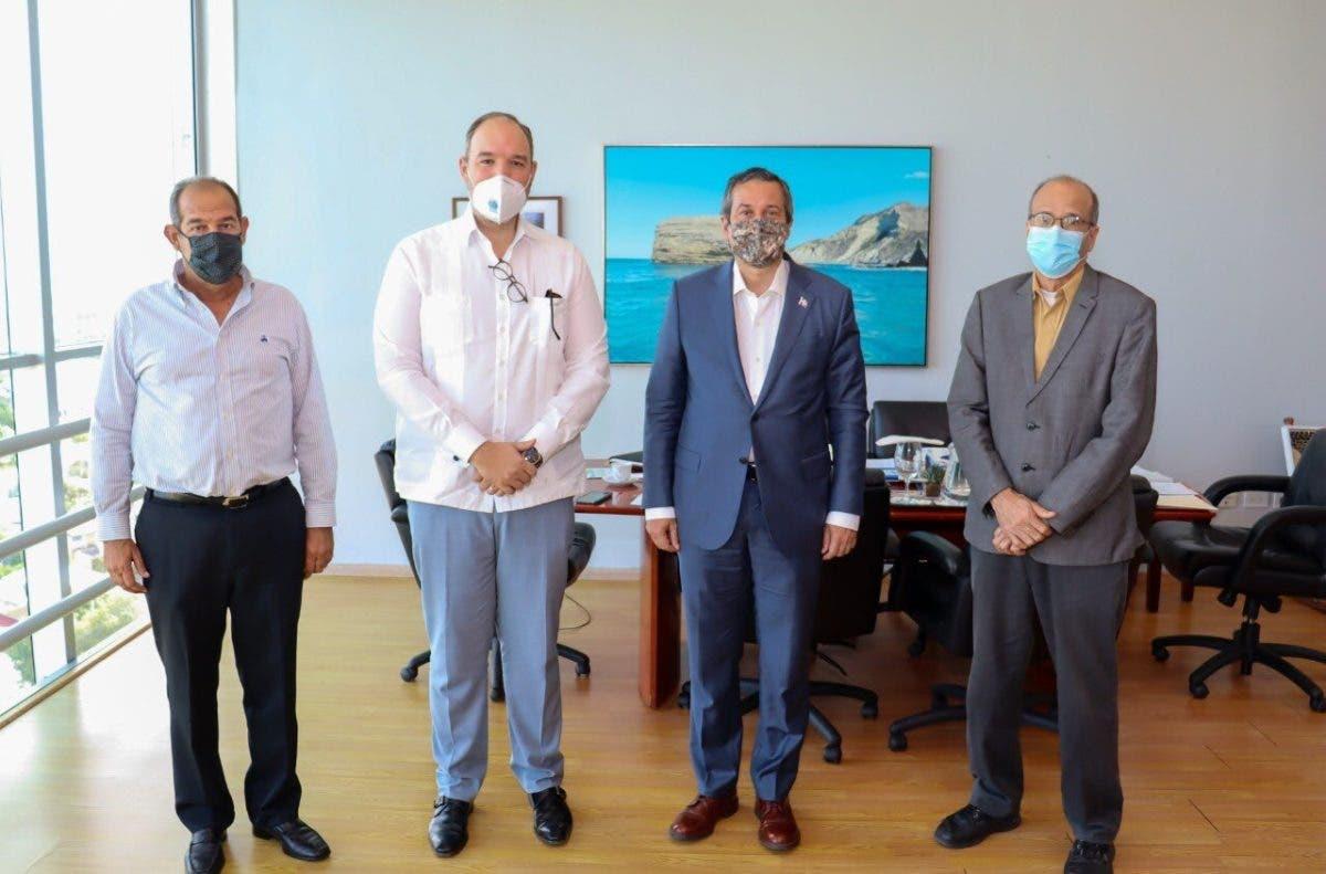 Autoridades se reúnen para tratar temas de interés medioambiental de Barahona