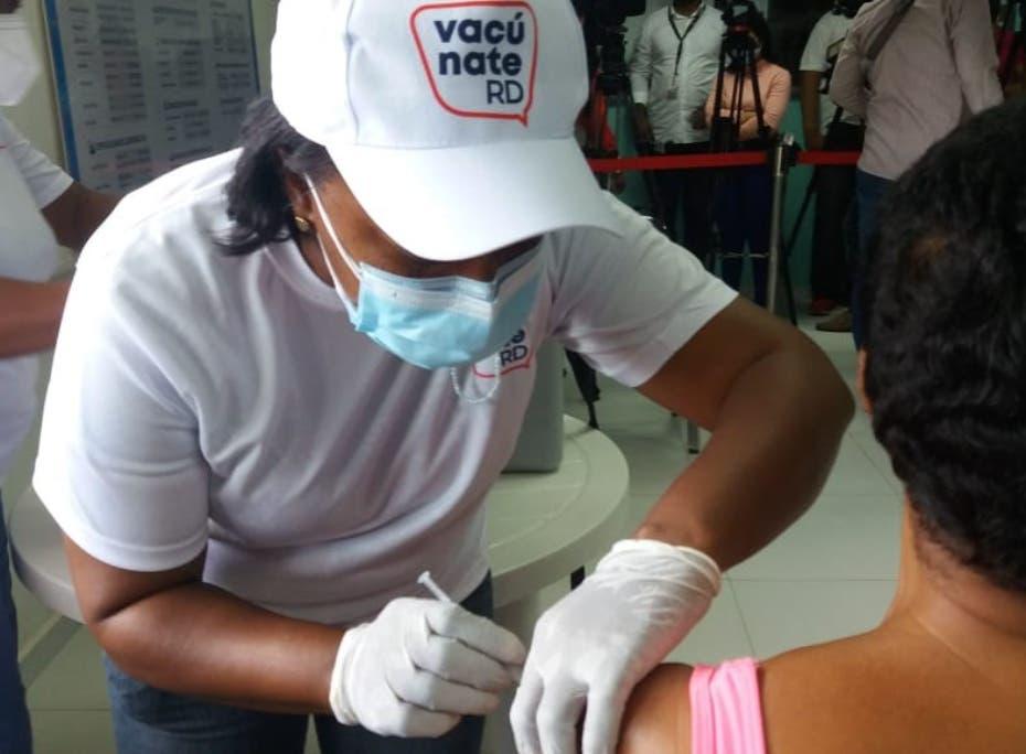 Centros de vacunación sin fecha para aplicar tercera dosis