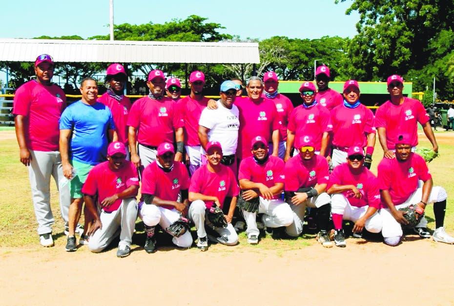 Preselección de Aduanas gana dos partidos en softbol