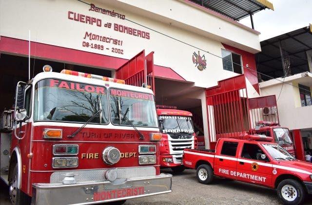 Incendio reduce a cenizas una vivienda y un vehículo en Villa Vásquez