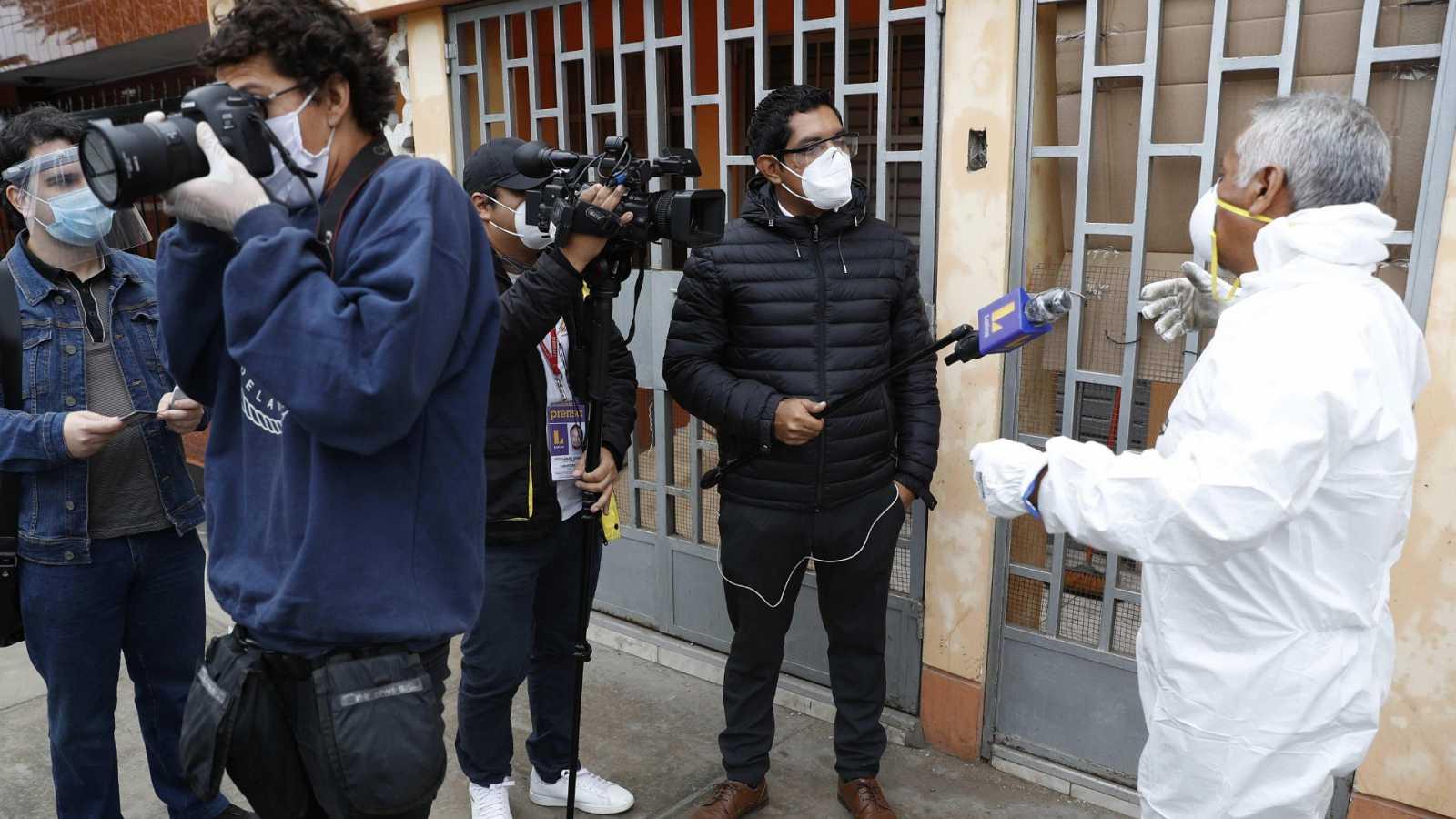 Al menos 1.500 periodistas han muerto por la COVID-19 en 77 países