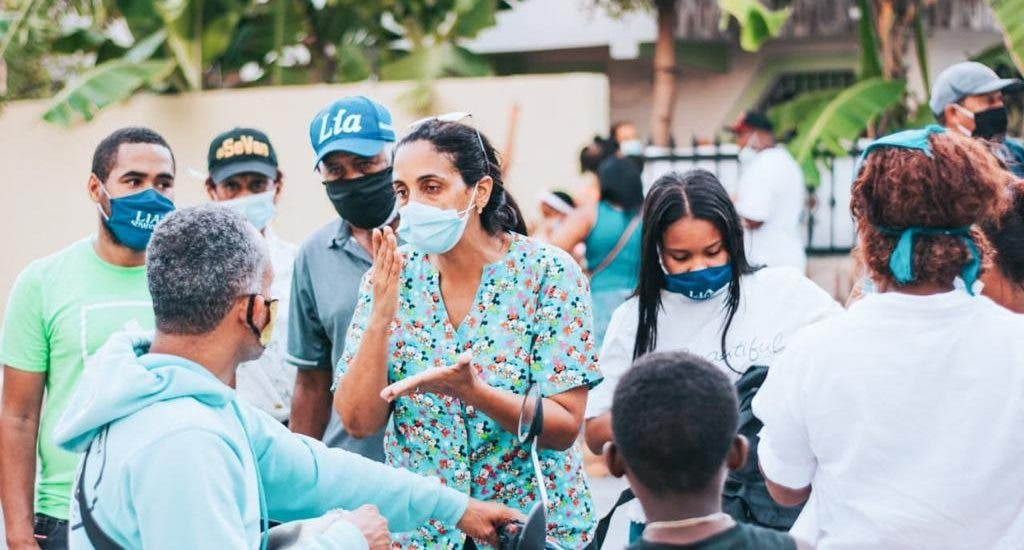 Senadora Lía Díaz encabeza jornada de vacunación en Azua