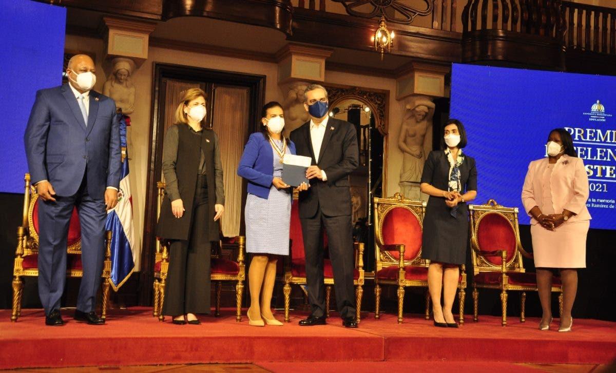 Ministerio de Educación entrega Premio a Excelencia Magisterial