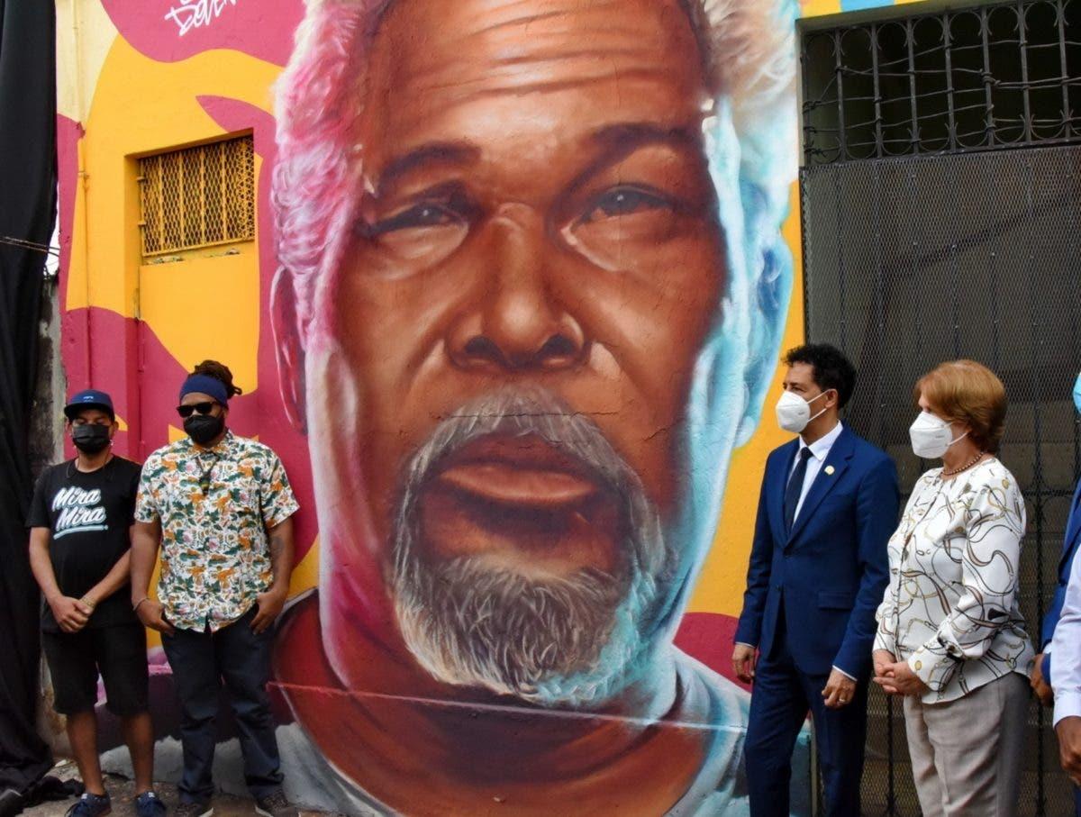 Luis Días es homenajeado en su zona