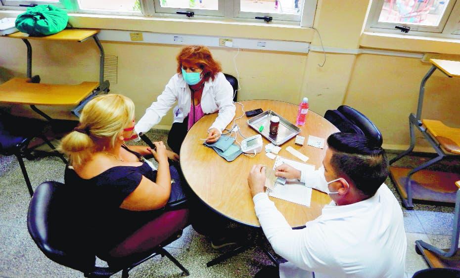 Esperan Cuba desarrolle la primera vacuna latinoamericana contra covid; ven efectividad
