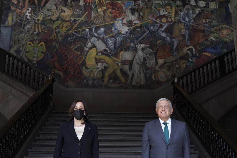 En su gira sobre migración, Harris se enfoca en México