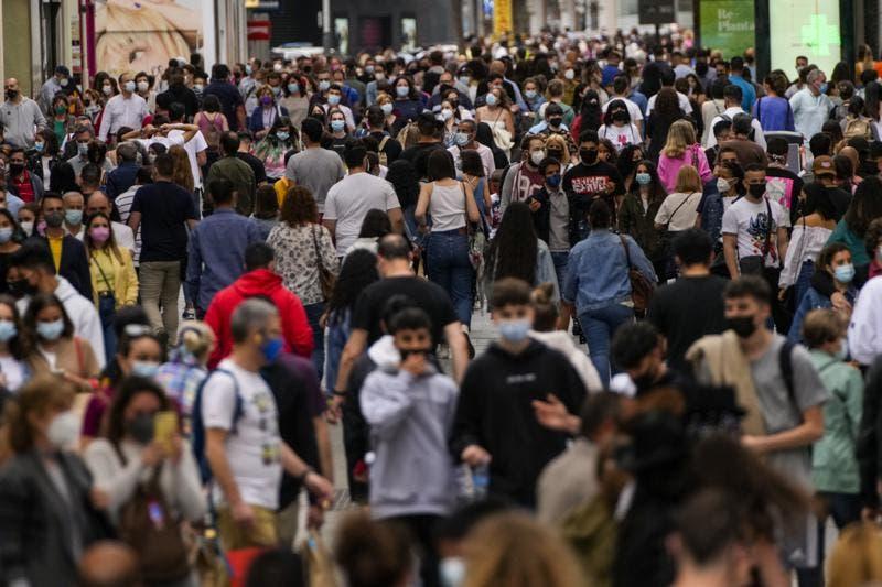 España abre sus puertas a turistas vacunados de COVID-19