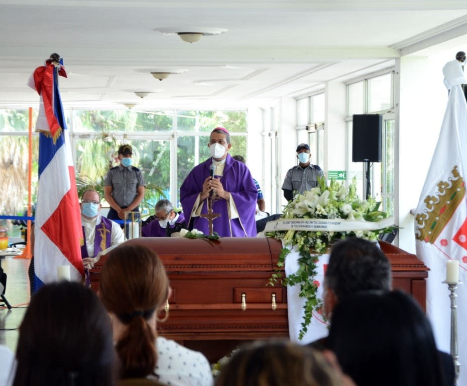 Sepultan los restos del exalcalde José Enrique Sued