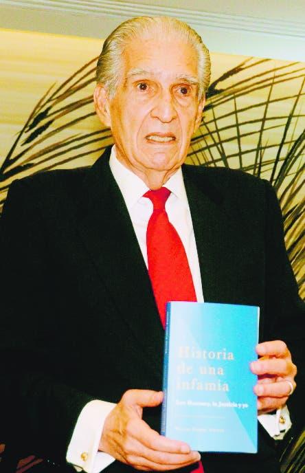 """Víctor Cabral presenta el libro """"Historia de una infamia"""""""