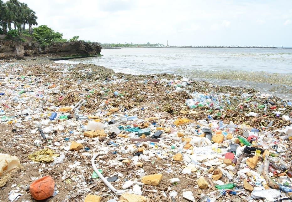 Más toneladas de residuos sólidos entran al litoral Sur Santo Domingo