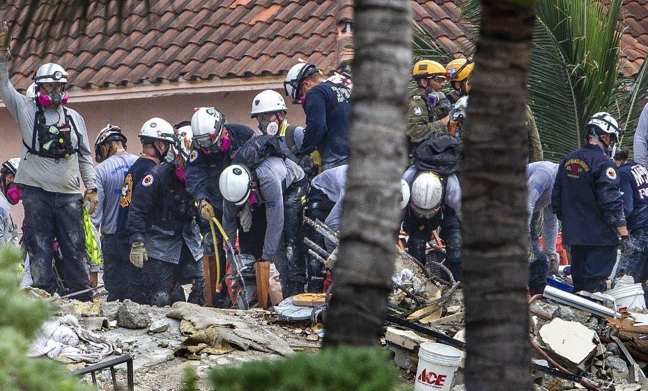 Recuperan otros 6 cuerpos del derrumbe en Miami; la cifra subió a 18, entre ellos 2 niños