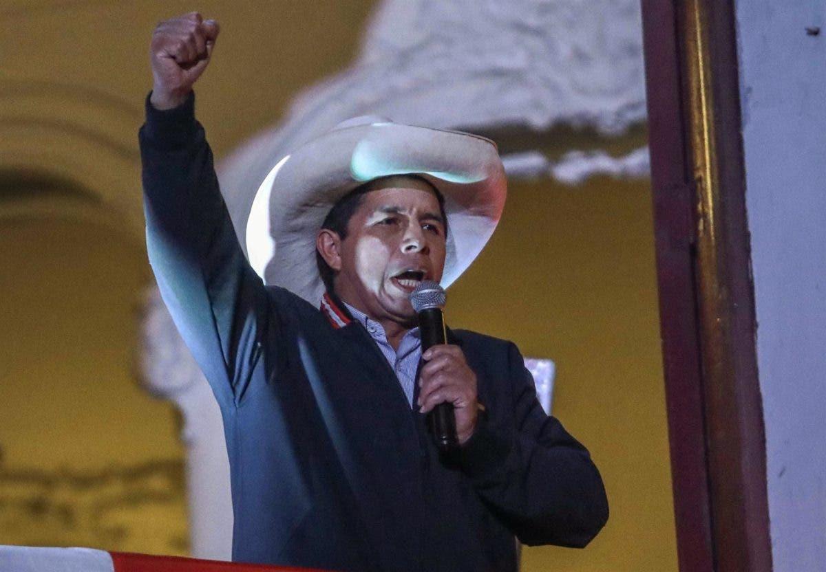 Un Perú crispado sigue esperando la proclamación de su presidente