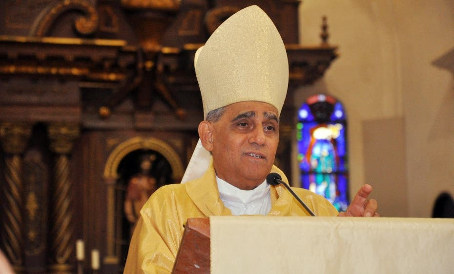 El arzobispo de Santiago, Freddy  Bretón, publicó dos nuevas obras