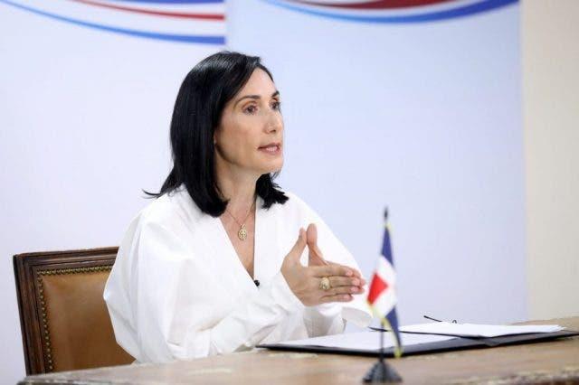 Primera dama Raquel Arbaje defiende tercera dosis vacuna anticovid