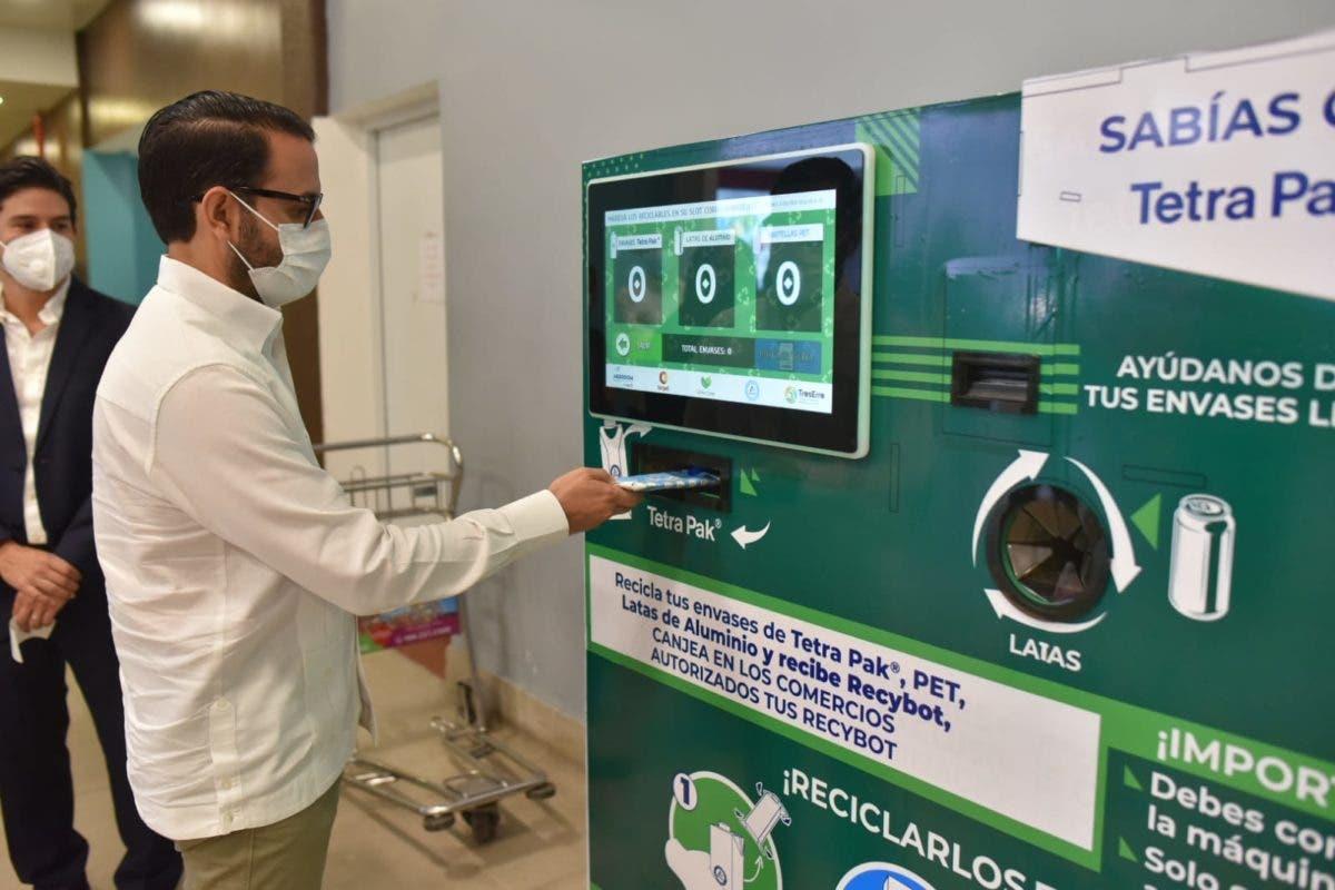 Tetra Pak, Aerodom y Terpel instalan máquina receptora de envases en el AILA