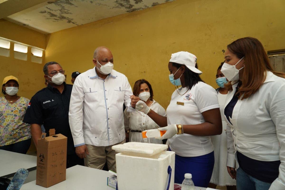 Continúan llenos centros de vacunación en Santo Domingo Este, Guerra, San Luis y Boca Chica