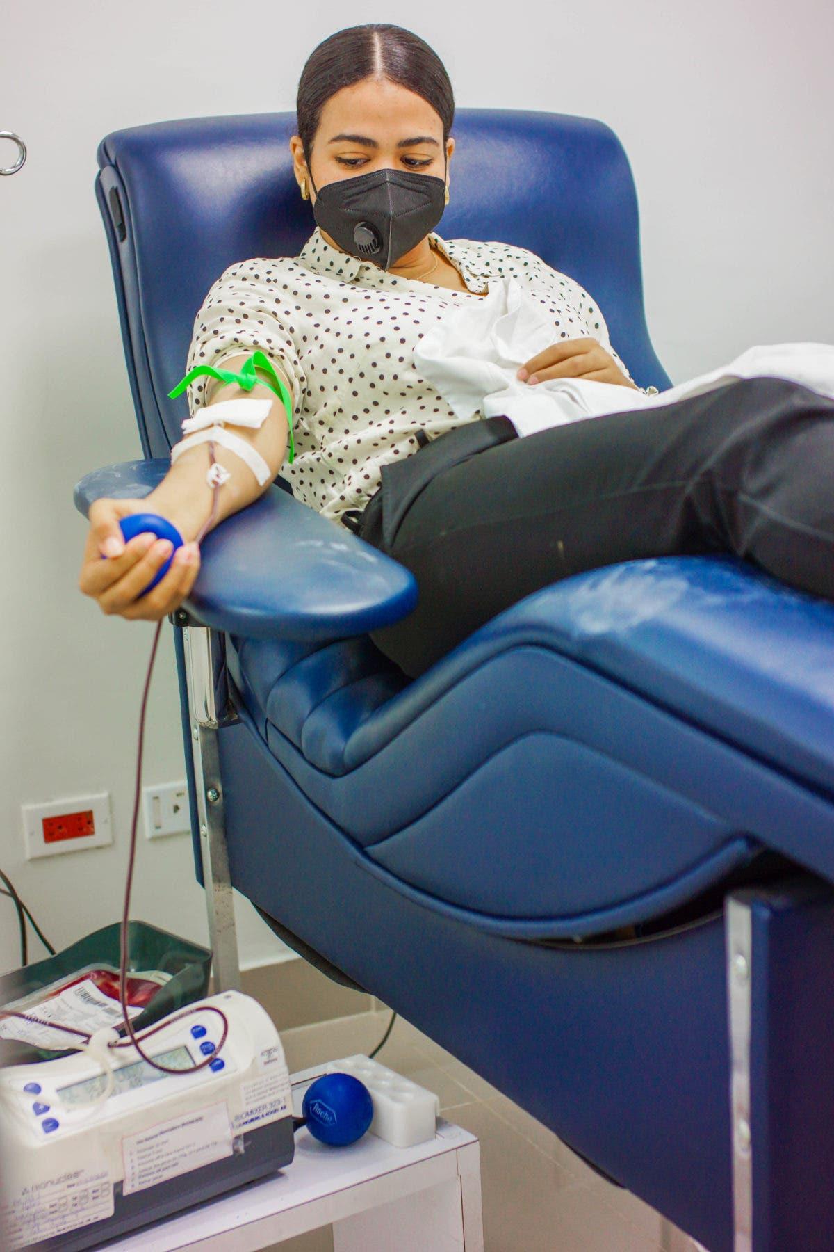 Recomiendan donar sangre 14 días después de inocularse con Sinovac y AstraZeneca